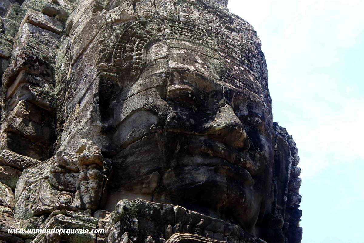 Cara sonriente en el templo Bayon