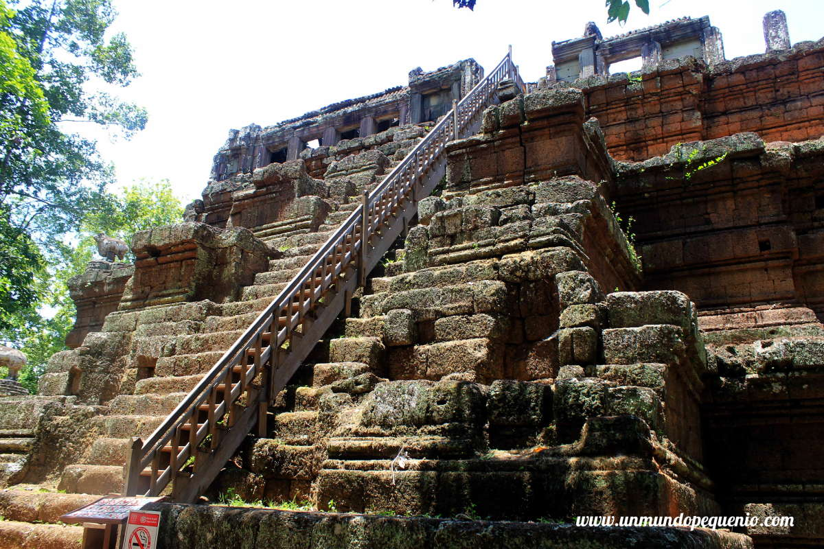 Escaleras en Baphuon