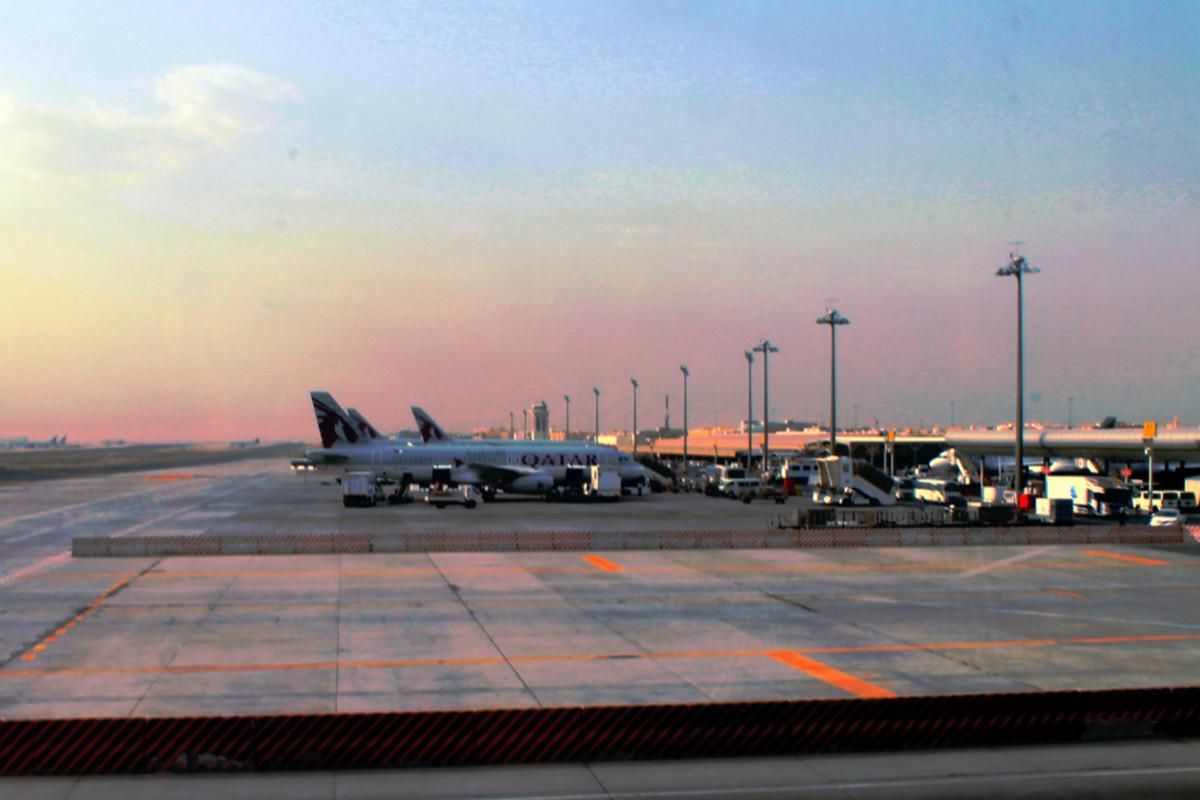 Avión de Qatar en viejo aeropuerto de Doha