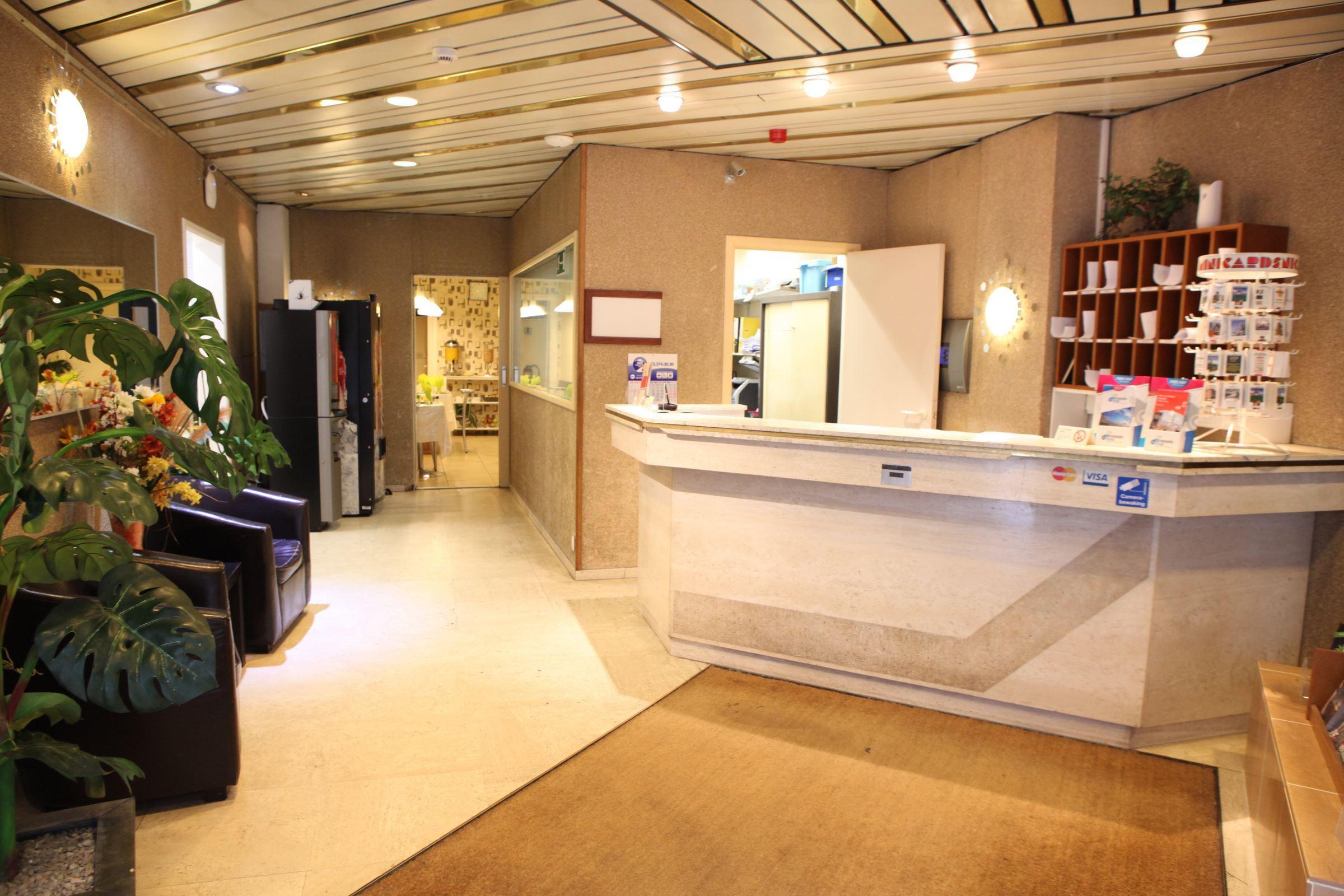 Recepción SUN HOTEL Bruselas