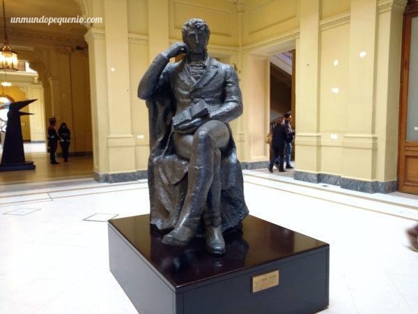 Estatua de Belgrano en Casa Rosada