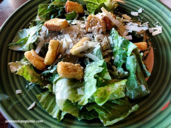 Ensalada Caesar sin pollo en Applebee's