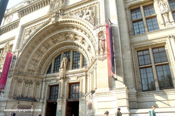 Fachada del Victoria and Albert Museum.
