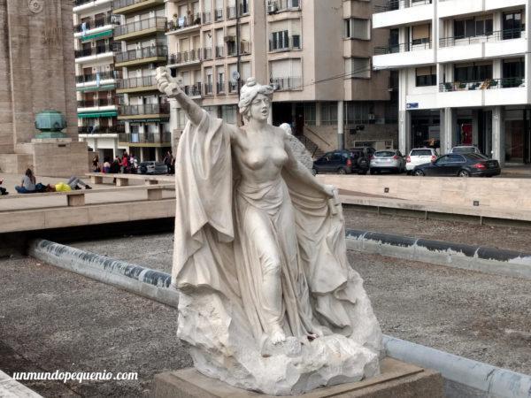Estatua de Lola Mora del Monumento a la Bandera