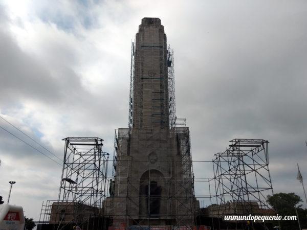 Proa del monumento a la Bandera