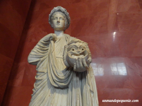 Escultura griega femenina del Hermitage
