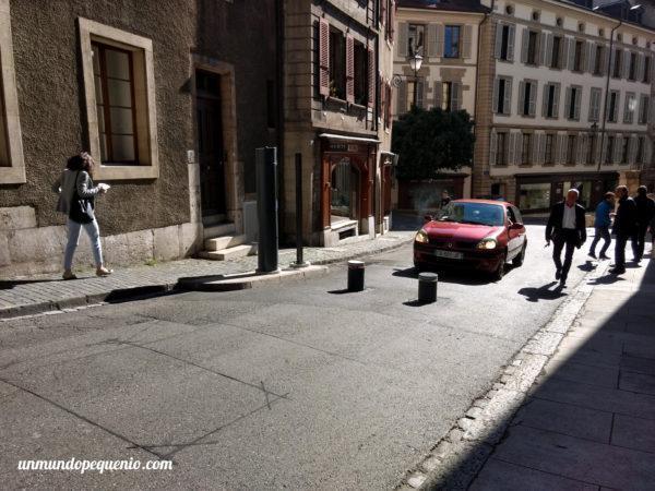 Barrera para autos en el centro de Ginebra