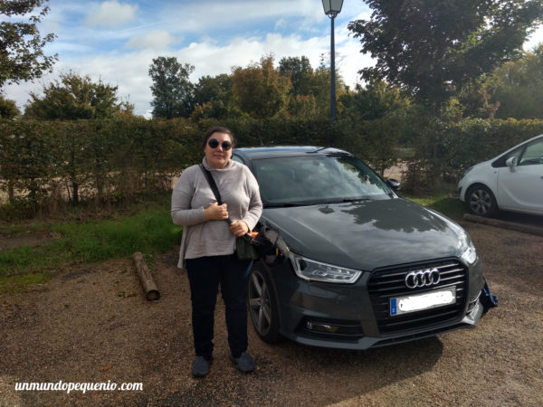 Junto al Audi A1 alquilado en Chambord