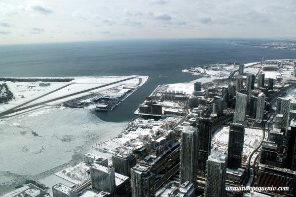 Lago Ontario visto desde la CN Tower en Toronto
