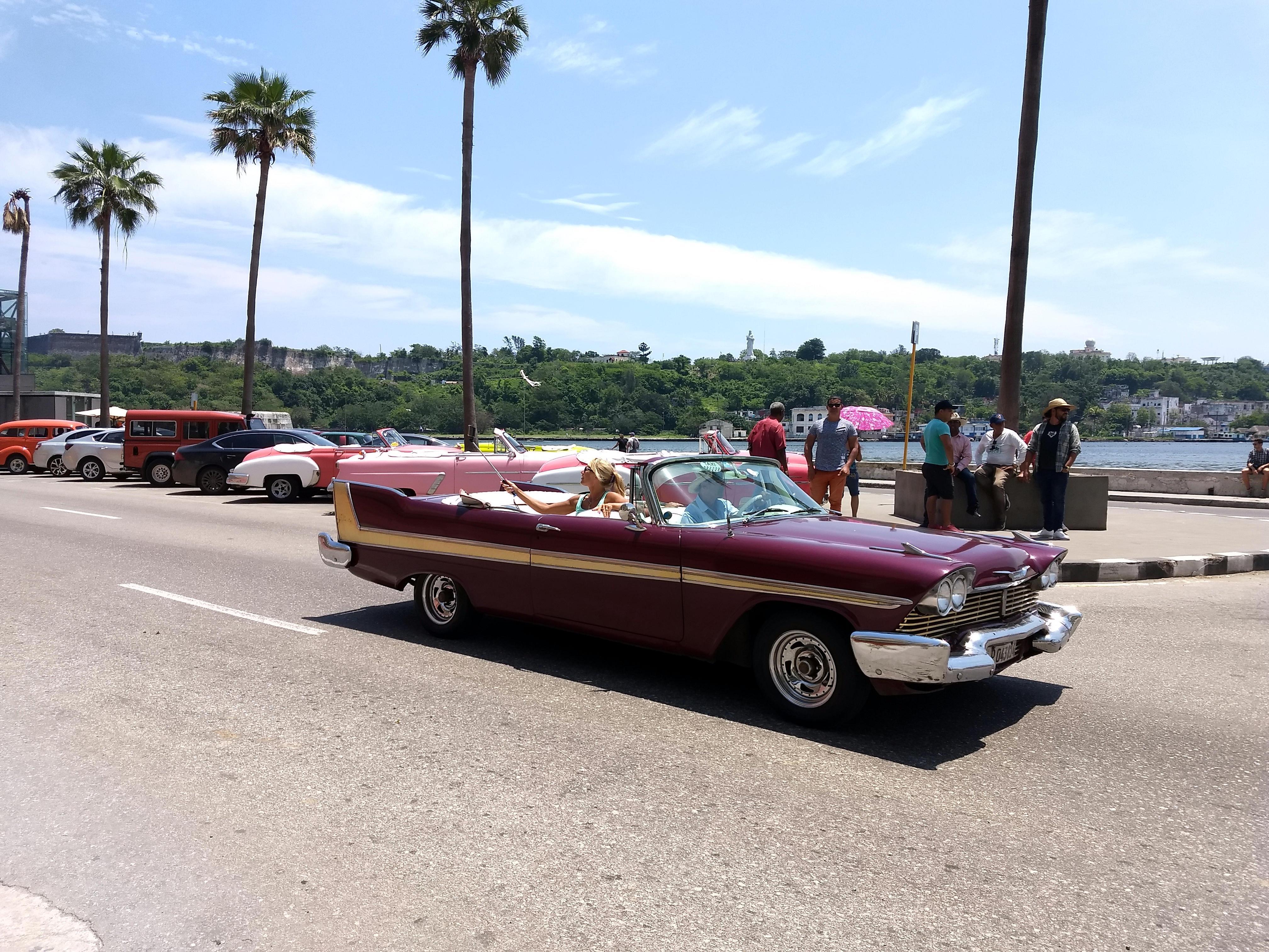 Auto viejo en La Habana