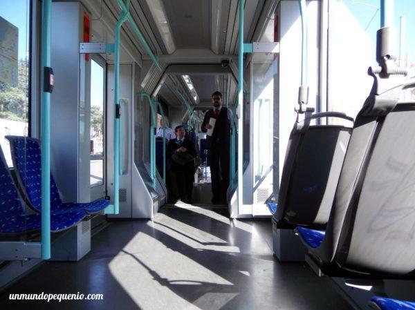 Interior del tranvía de Ginebra