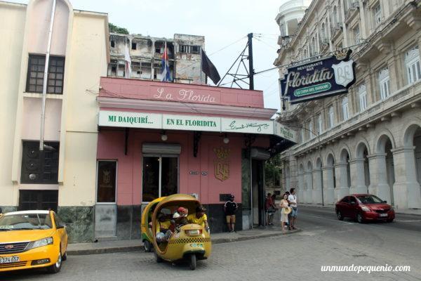 Los taxis estacionan a la salida de lugares turísticos