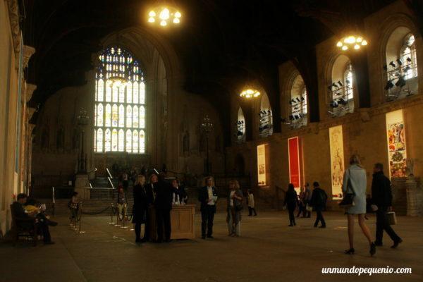 Visitantes entrando a Westminster Hall