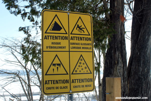 Cartel de atención cataratas de Montmorencyv