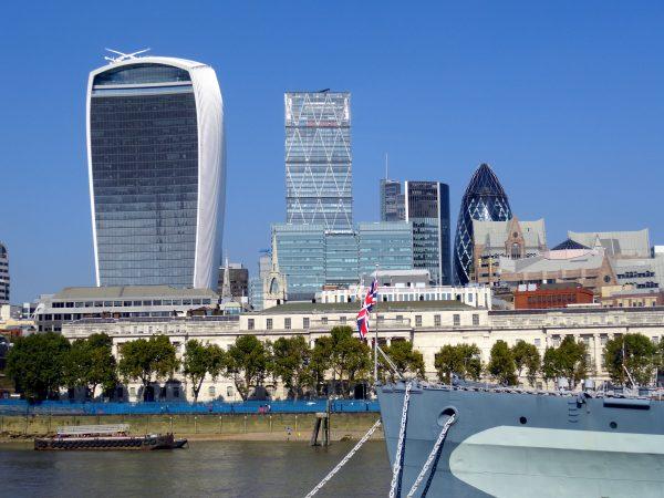 Skyline de Londres desde el Tamesis