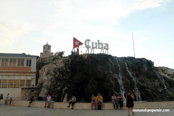 Cartel de Cuba en el Vedado