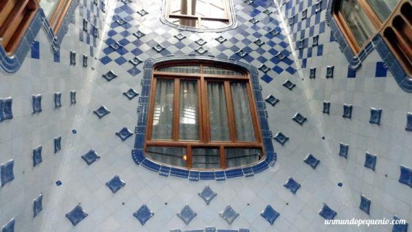La obsesión de Gaudí con los azulejos - Casa Batlló
