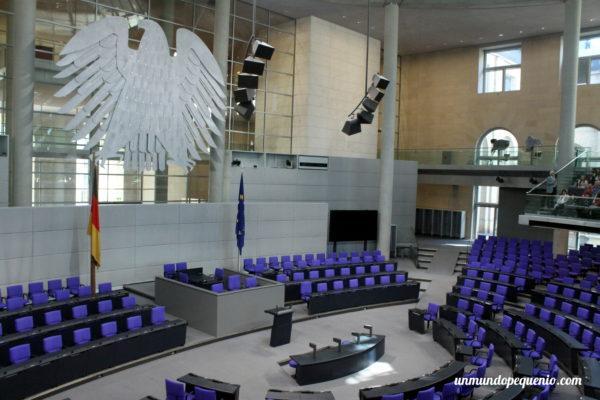 Interior de la sala plenaria del Reichstag