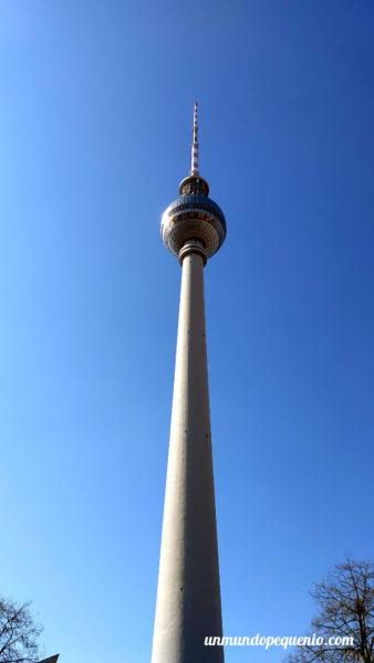 Torre de TV de día
