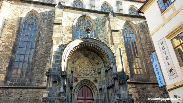 Contrafrente de la iglesia Nuestra Señora de Tyn