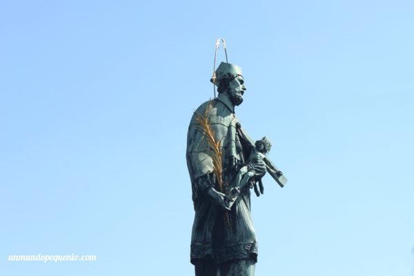Estatua de San Juan Nepomuceno