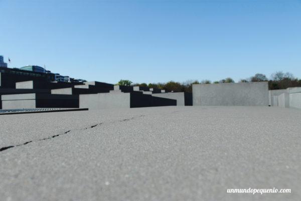 Grieta en el Memorial de los Judíos asesinados de Europa