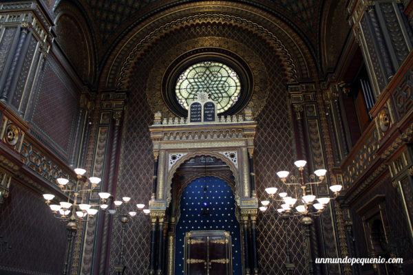 Interior de la Sinagoga Española de Praga