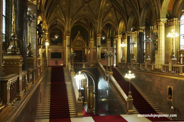 Escalera principal - Parlamento de Budapest