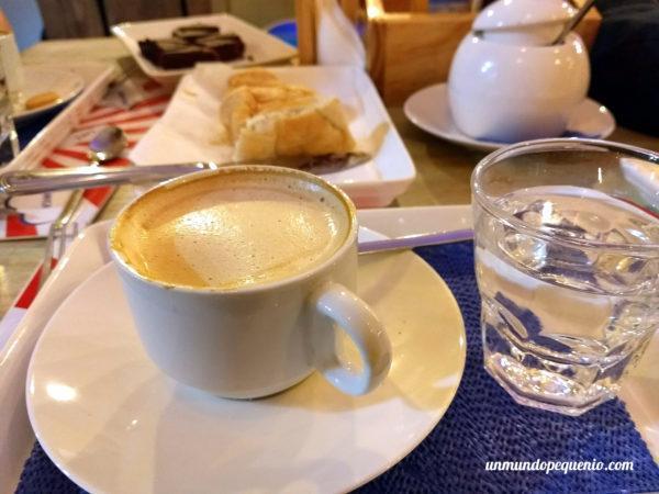 Café con leche y cosas dulces - Café Suiza