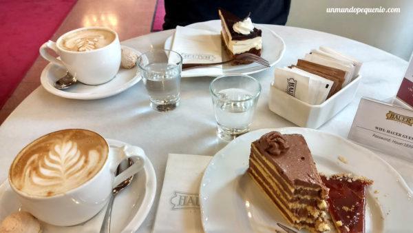 Merienda en pastelería Hauer