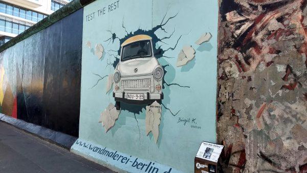 Auto muro de Berlin
