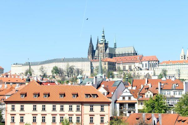 Castillo de Praga a lo lejos