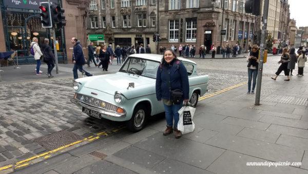 Nos encontramos un Ford Anglia como el del padre de Ron