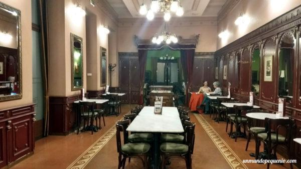Otro salón de la pastelería Hauer