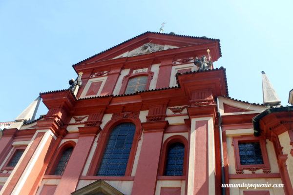 Fachada de la Basílica de San Jorge