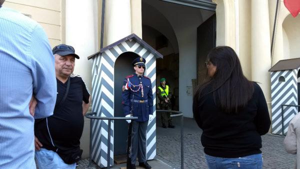 Guardia en la entrada del Castillo de Praga