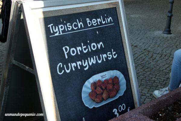 Porción de currywurst