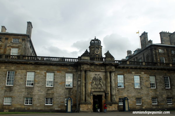 Frente del Holyrood Palace