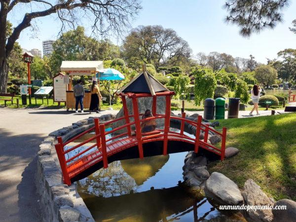 Puente miniatura del Jardín Japonés de Buenos Aires