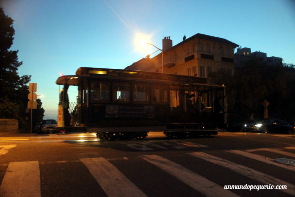 Tranvía de San Francisco de noche
