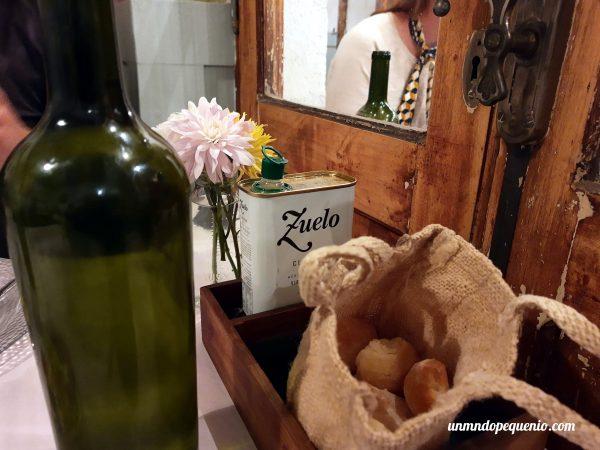 Pancito y aceite de oliva mendocino